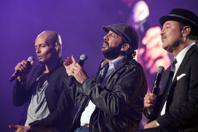 Desde la izquierda, Draco, Juan Luis Guerra y Rubén Blades durante el evento realizado en el Coliseo de Puerto Rico. Esta noche vuelven a presentarse en el mismo lugar.