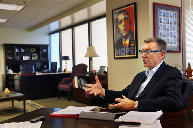 John Deasy, superintendente del LAUSD, habló de la importancia que tiene la educación para el alumnado hispano.
