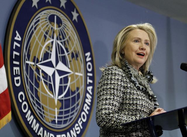 Clinton hace fuerte advertencia a  Irán