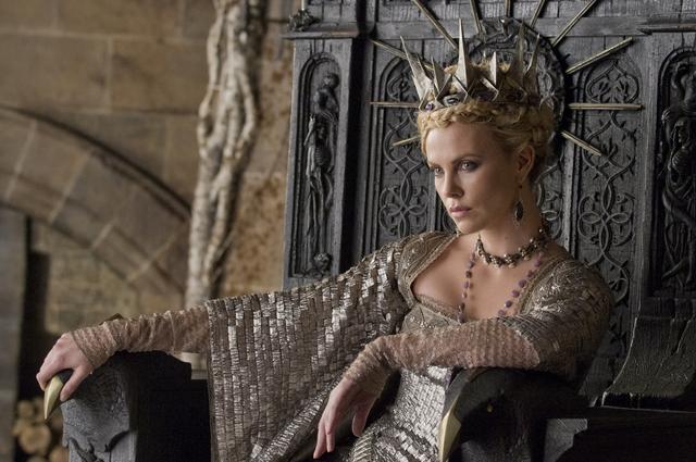 Espejito, espejito… ¿quién es la más mala? Julia Roberts y Charlize Theron quieren ser las mejores reinas de Blancanieves