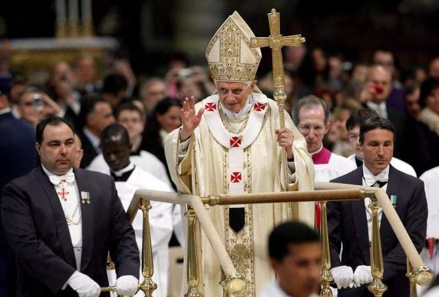 Rechaza Benedicto XVI renovar la iglesia con sacerdotisas