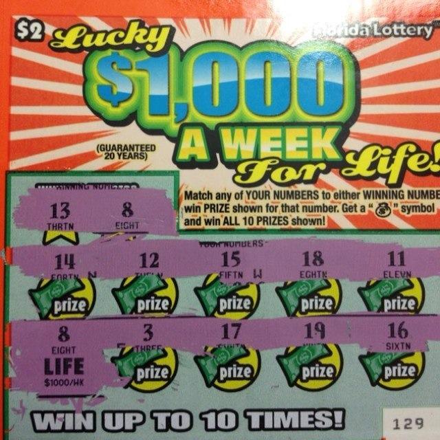 Madre hispana se lleva el gordo en la lotería de Florida