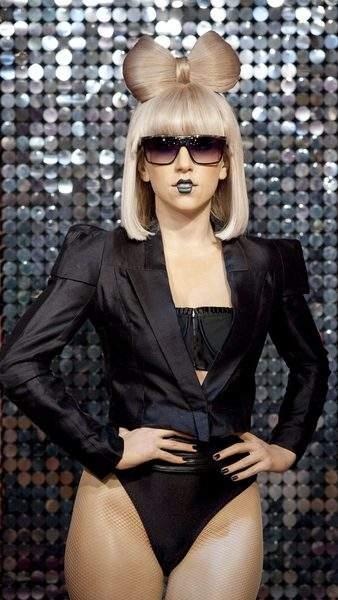Lady Gaga interrumpe partido de futbol