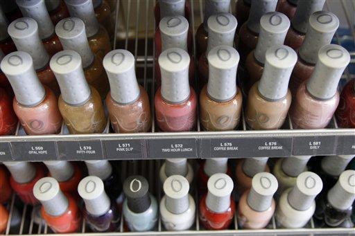 Hallan peligrosas toxinas en esmaltes de uñas