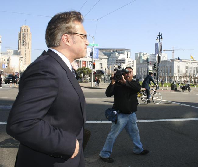 Mirkarimi sí podía ser suspendido por el alcalde: abogado de SF
