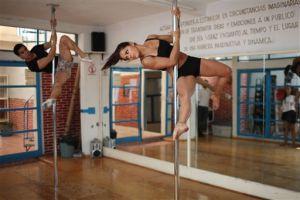 Bailarinas exóticas presentan espectáculo teatral