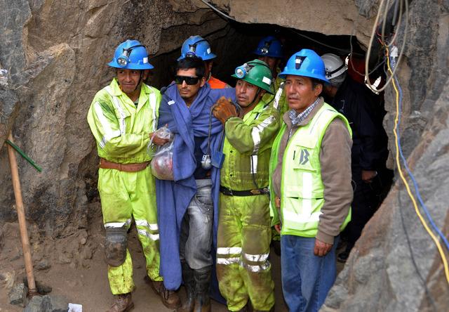Los mineros informales permanecieron durante varios días encerrados en  la mina luego de un derrumbe cerca de la entrada.