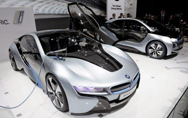 El auto eléctrico BMW i8.