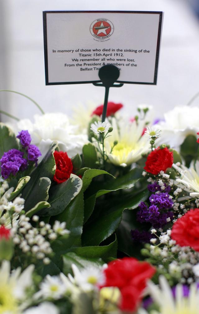 Flores  para los muertos del Titanic,  en  Belfast, Irlanda del Norte.