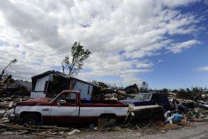 Llega a 6 número de muertos por tornados