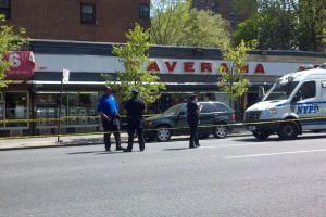 Entra a cirugía policía apuñalado en Harlem
