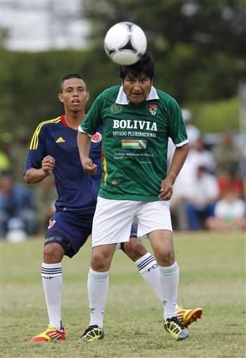 Evo Morales no se disfrutó la Cumbre de las Américas, pero sí este partido que se jugó como parte de las actividades del evento, en Cartagena, Colombia.