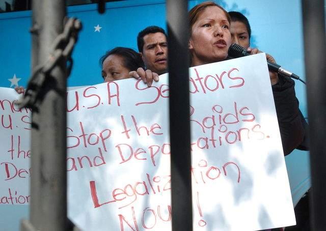 La activista Elvira Arellano, aquí en una protesta en 2008 en Ciudad de México, participará  en el foro 'Balance Legislativo'.
