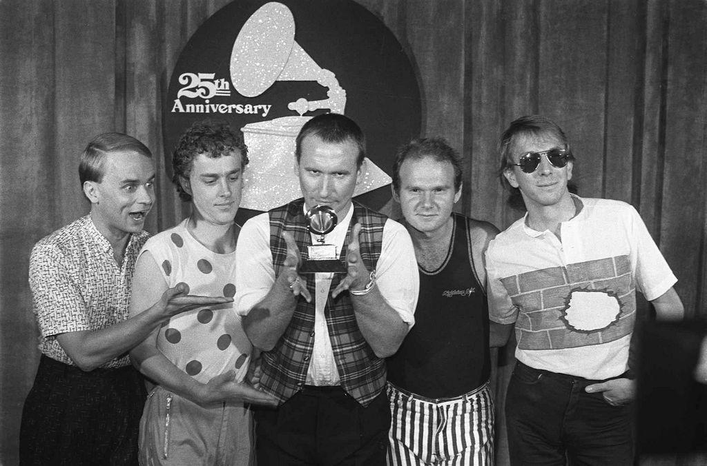 La banda Men at Work. De izquierda a derecha: Greg Ham, Ron Strykert, Colin Hay, Jerry Speiser y John Rees.