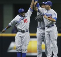 Dodgers evitan barrida