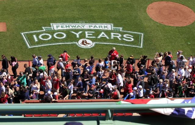 Los Medias Rojas celebran hoy los 100 años de existencia del Fenway Park de Boston,  el último gran templo del beisbol.