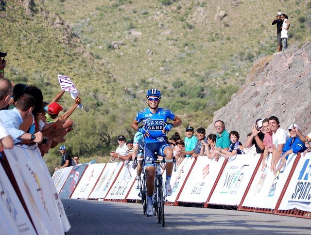 Alberto Contador festeja su triunfo en el Tour de San Luis, Argentina, en la más reciente competencia en la que ha participado el  español.