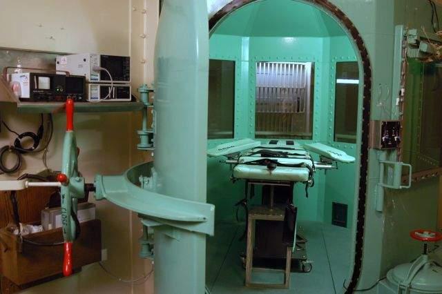 Cámara de la muerte en la prisión estatal de San Quintín en San Quentin California.