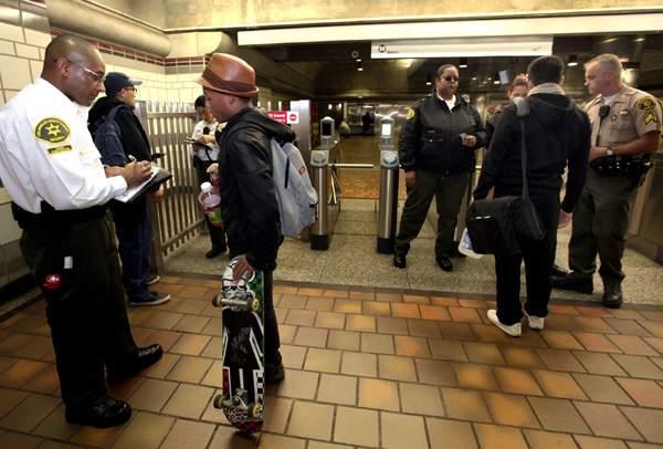 Metro anunció el año pasado un plan para asegurar las entradas de todas sus estaciones de tren con la idea de promover el uso de la  TAP.