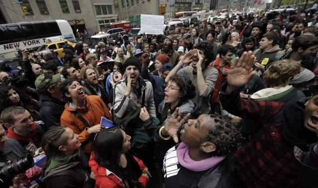 Las protestas se han registrado desde esta mañana y han tenido como escenario diferentes puntos de la ciudad.