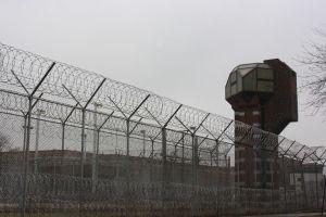A pasos de aprobarse ley que paralizaría cárceles de Inmigración