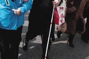 Hispana dejada ciega por policía demanda a Beamount