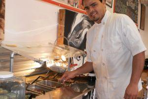 Preparan platillos mexicanos al puro estilo de Morelos