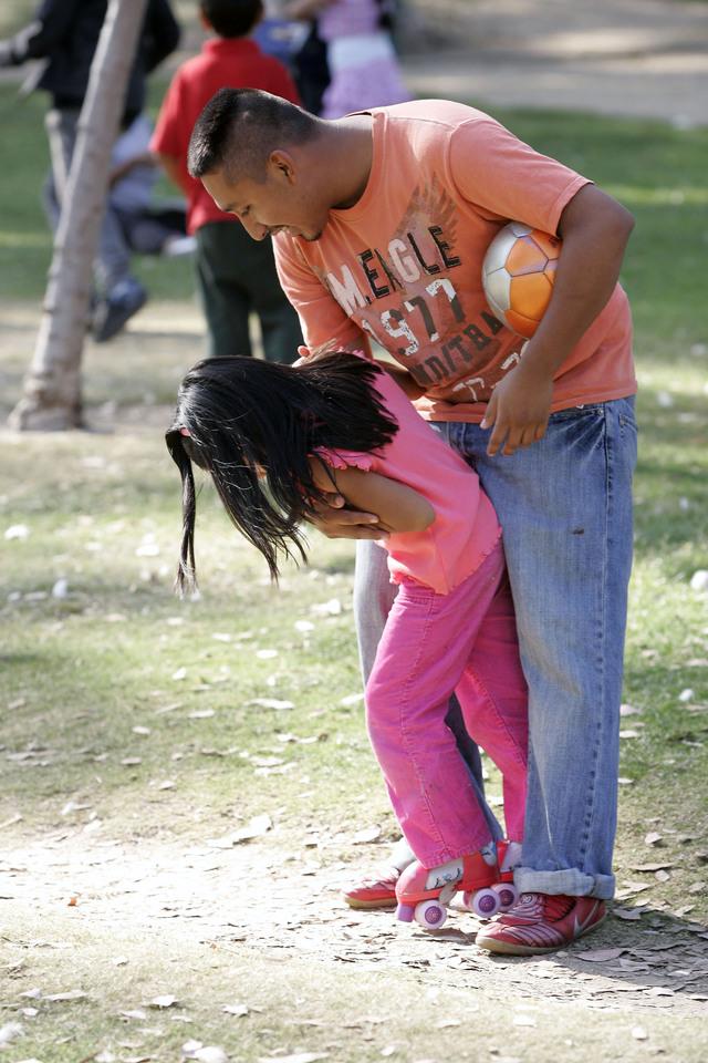 Una buena comunicación con el papá juega un 'rol protector' en el bienestar emocional y en tener una impresión positiva de la propia imagen corporal, especialmente entre las chicas.