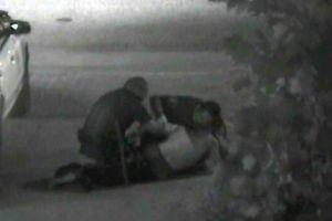 Ordenan juicio a policías por muerte de indigente en California