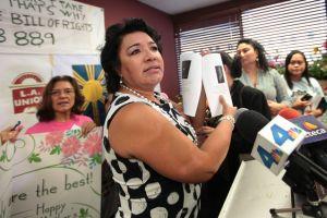 Celebran el Día de la Madre reclamando sus derechos