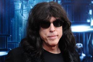 Exbaterista de Los Ramones vende albóndigas en NYC