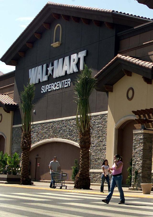 Pide mejoras en  Walmart