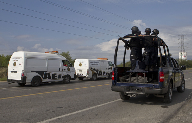 Los Zetas se atribuyen macabra escena en vía de Nuevo León
