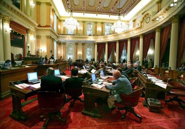 Foto de archivo del interior del Senado del Estado de California.