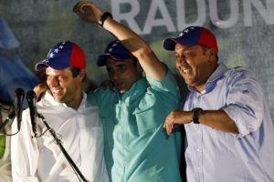 Capriles invita a Colombia a no interferir en Venezuela
