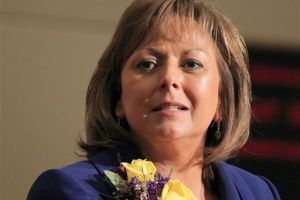 Gobernadora de Nuevo México critica a Romney