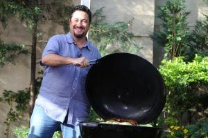 Antonio de Livier  es el hombre en la cocina
