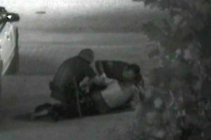 Madre de indigente asesinado por policías recibirá $1 millón