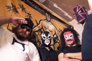 Lost Acapulco  en el ring con Blue Demon Jr. y el Hijo del Santo