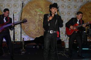 Tomás Estrada se protege con narcocorridos 'light'