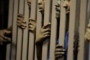 Trasladan a 600 reos de cárcel venezolana secuestrada