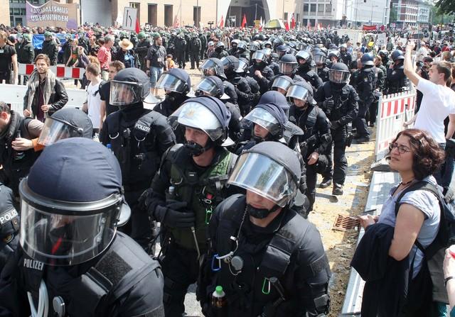 Unos 20,000  protestan en Fráncfort