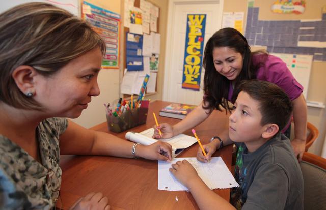 Lleva ayuda a niños autistas en Michoacán