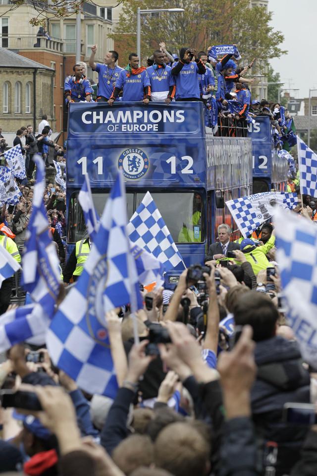 Chelsea recibe saludo de miles