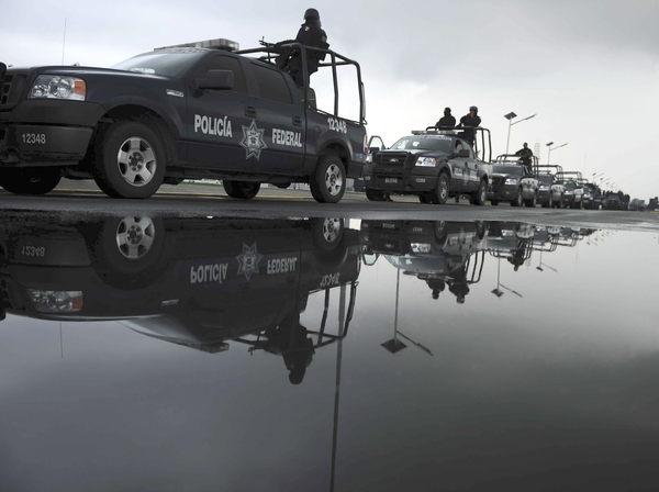 Hay cerca de 50000 militares en las zonas más afectadas por la  lucha que libran los carteles de las drogas.