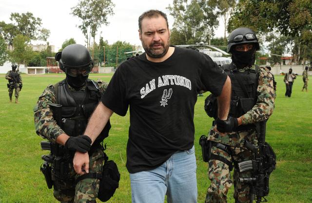 Foto de archivo del arresto en México de Sergio Villarreal Leyva, alias 'El Grande',  en 2010.