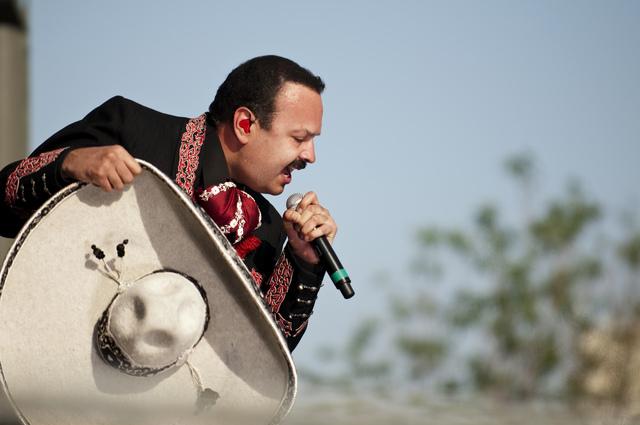 Aguilar hará  en junio una gira por EEUU con Joan Sebastian y Shaila Durcal.