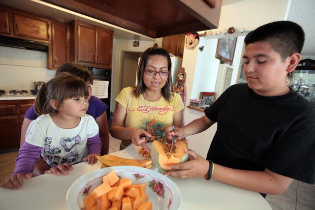 Dora  Elizarraraz eliminó en su familia los alimentos con fructosa procesada,  para evitar la diabetes y el sobrepeso.