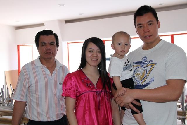 A pesar de tener más de cuarenta años viviendo en ese país, la familia Gan, sigue siendo acosada por las autoridades.