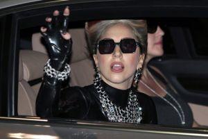 Lady Gaga se disculpa a seguidores